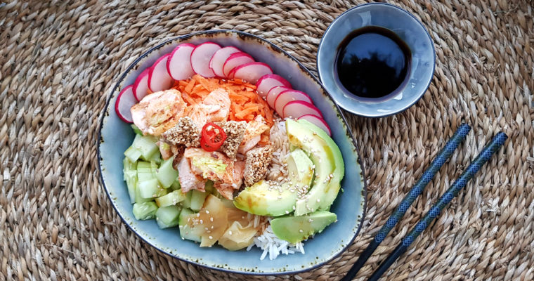 Happy Bowl mit Lachs & Sesamcrunch